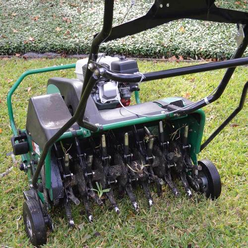 Aeration du terrain Spray Green